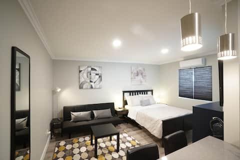 Moderné komfortné nové štúdio, metro, trh, pohodlné