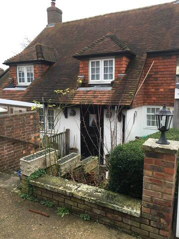 cosy cottage in Sussex for£30 per room per night.