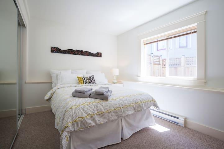 3 Bedroom Garden Suite in Fairfield/Ross Bay