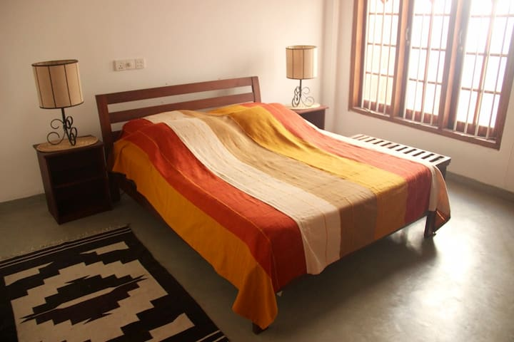 Sun Flower Room - Serendipity Lake House - Panadura - Casa