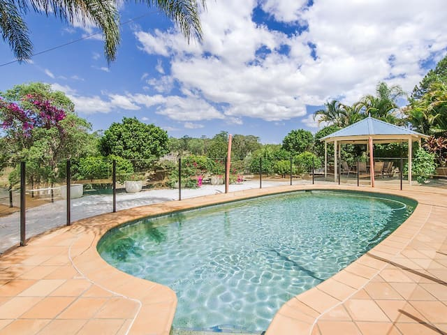 Spacious Gold Coast retreat, close Theme Parks - Willow Vale - House
