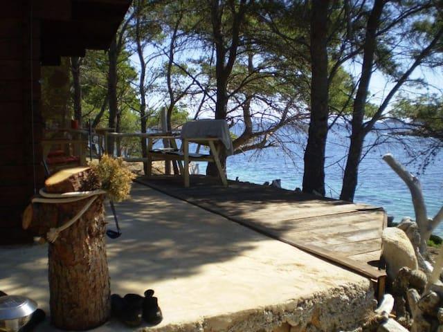 Robinson's house-Island Mrcara - Uble - Bungalo