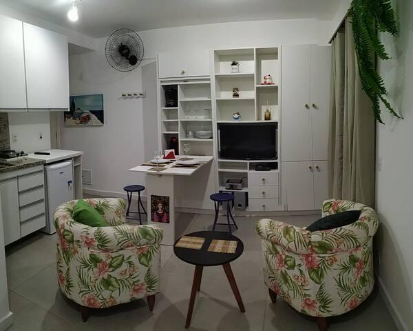 Studio na Aclimação, com piscina, sauna e garagem.