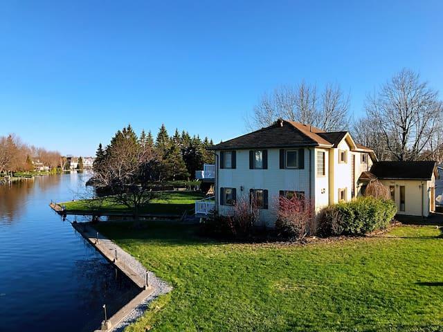 Gorgeous Waterfront Home On Lake Simcoe