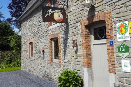 B&B La Pommeraie - Chambre Le Bon Pommier - Sainte-Ode - Guesthouse