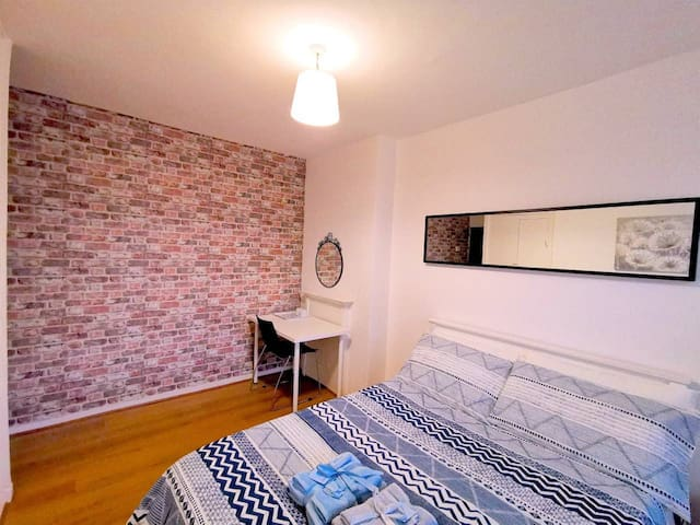 Beautiful Double Room Close to City of London