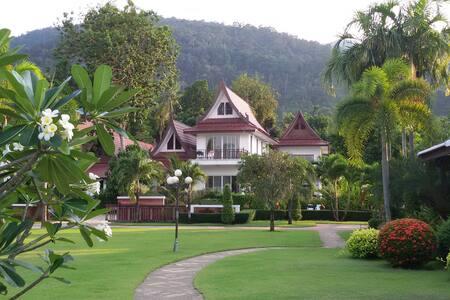 Lavender Villa, 4 Bedroom Oceanview - Haus