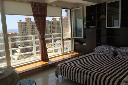 伴月湾高层海景舒适度假二居公寓,带车位 - 威海市