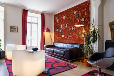 Room for 4 by the main square - Évora - Bed & Breakfast