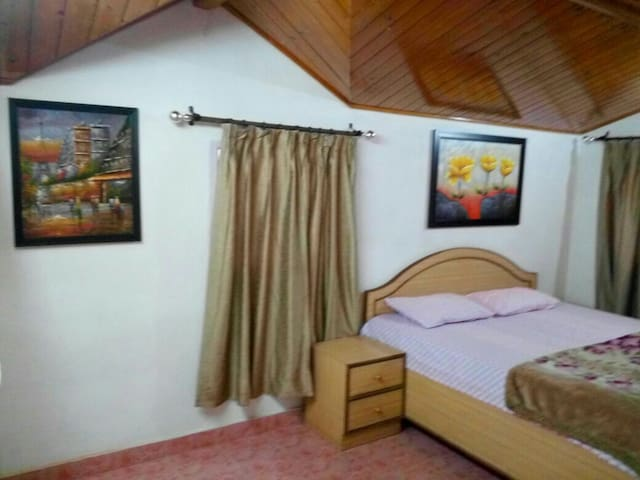 1 private room in the Attic House Sanjauli Chowk