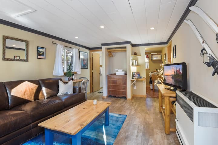Pioneer Bungalow (Dog Friendly, Walk to Town)