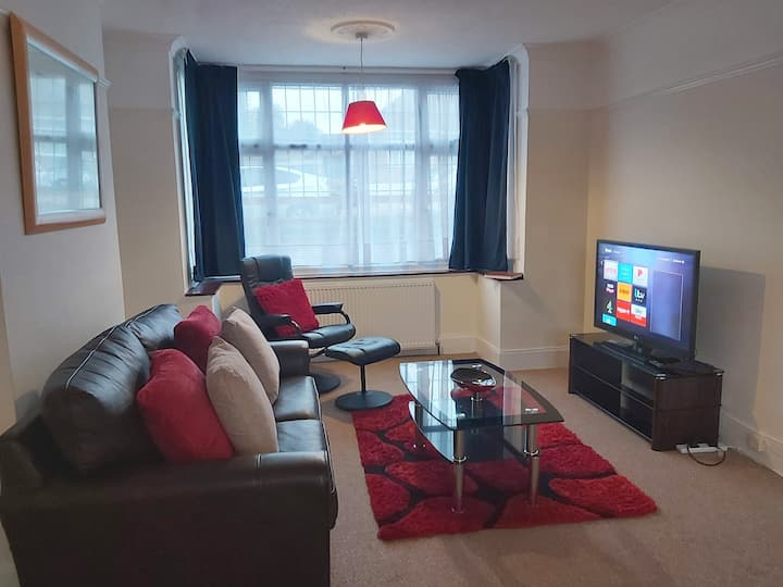 Mossbank Airport House- 3 BED-5mins Luton Airport