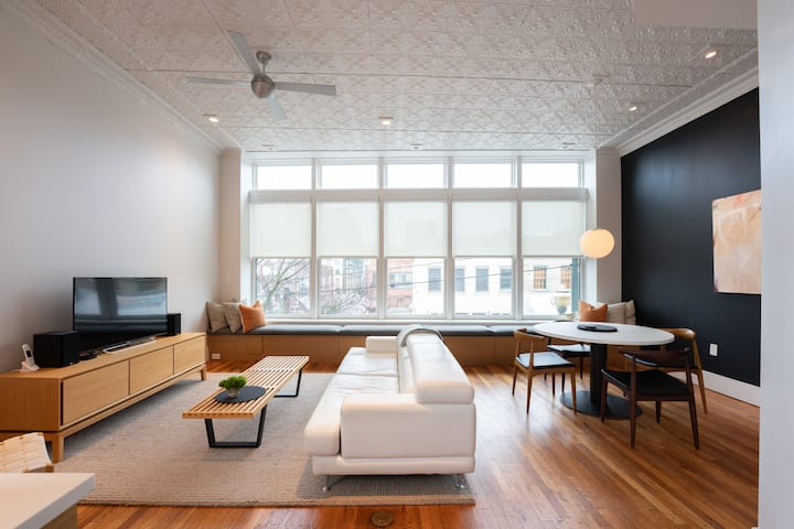 Central Downtown Luxury Contemporary Residence 201