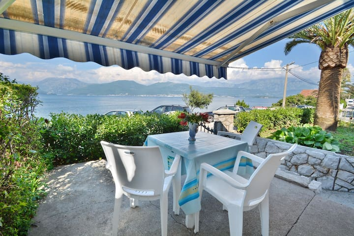 Studio Apartment with Terrace and Sea View - Tivat - Huoneisto