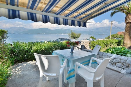 Studio Apartment with Terrace and Sea View - Tivat