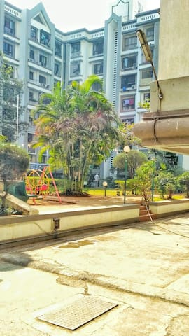 Homely budget stay with gym access. - Mumbai - Leilighet