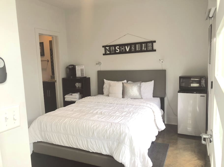 Private Queen bedroom suite with microwave, mini fridge, Keurig coffee, Smart TV