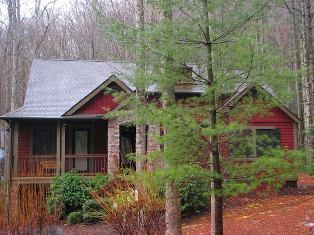 Gorgeous Creekside Cottage Near Cashiers, NC