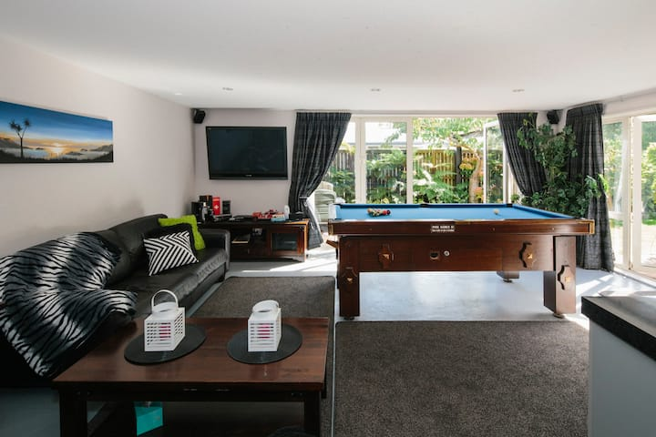 BONUS! Pool Table, Private suite near shops, UC