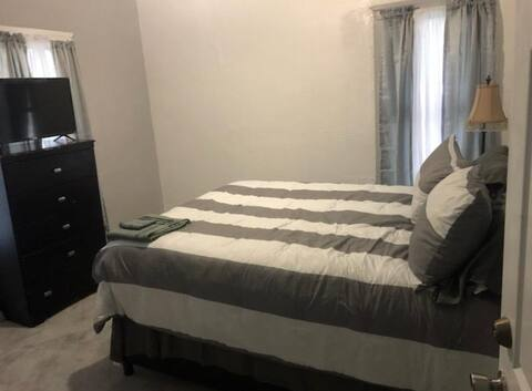 Nice room 9 minutes from downtown Detroit #3