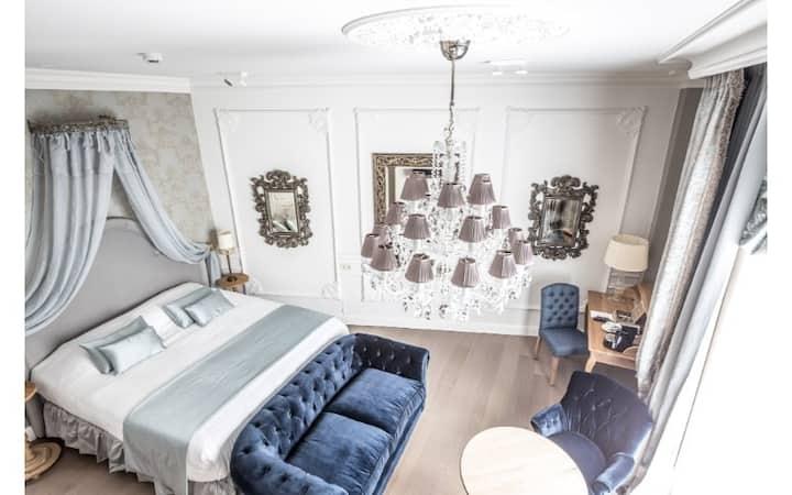 Hotel De Castillion - Honeymoon Suite