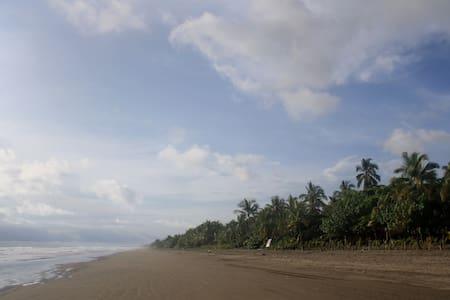 Las Lajas Beach Getaway - Las Lajas - Talo