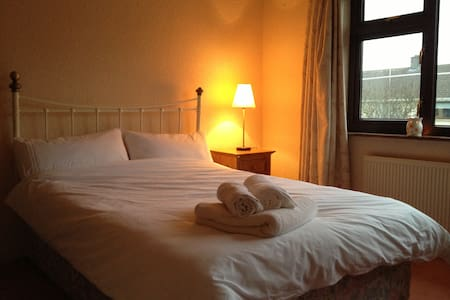 Cosy and Close to Heart of Galway - Galway - Rumah