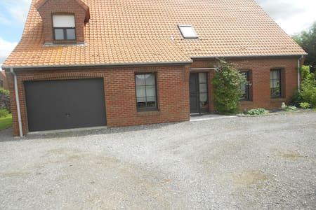 une chambre privée dans une maison - Hazebrouck - Hus