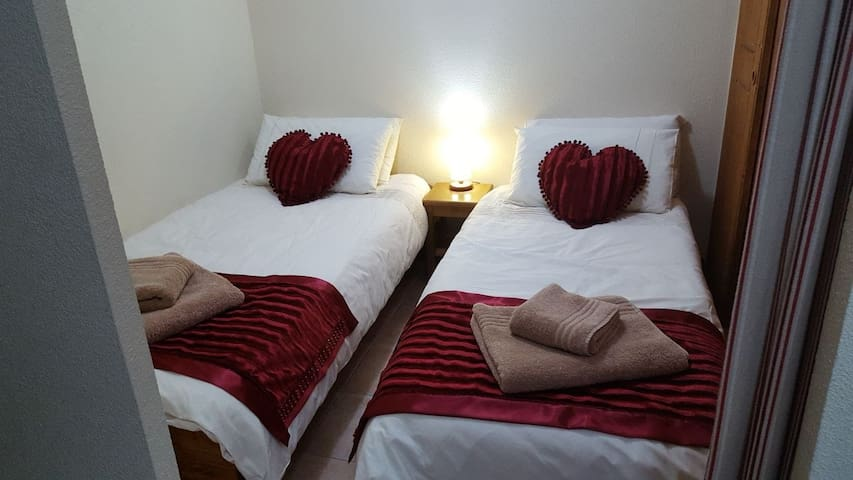 twin alcove room