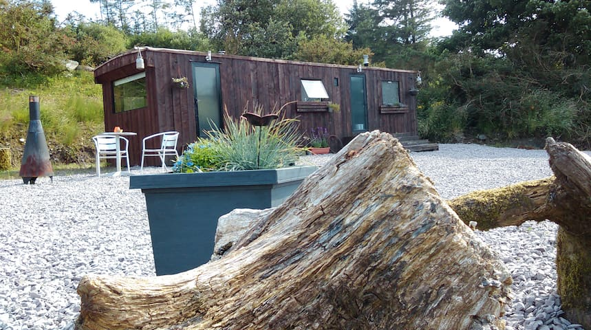 Moon Acre Tiny Home: Mountain Glamping Breaks