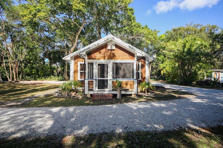 Charming, romantic cottage in beautiful Sarasota