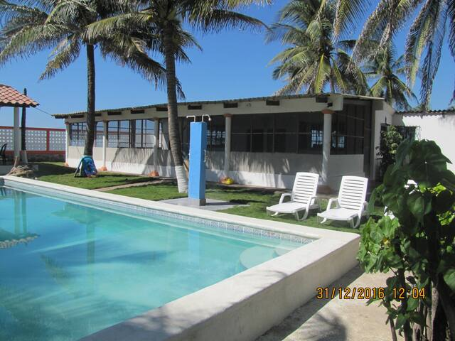 Beautiful beach front rancho near surfing spots - San Luis Talpa - Talo