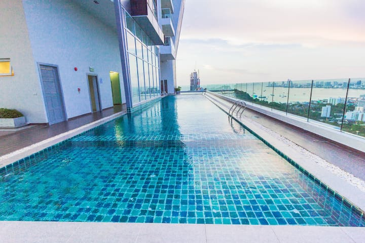 1 bedroom high floor Seaview