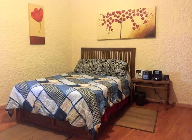 Quiet room in Bosque de La Primavera, Guadalajara - Pinar de la Venta
