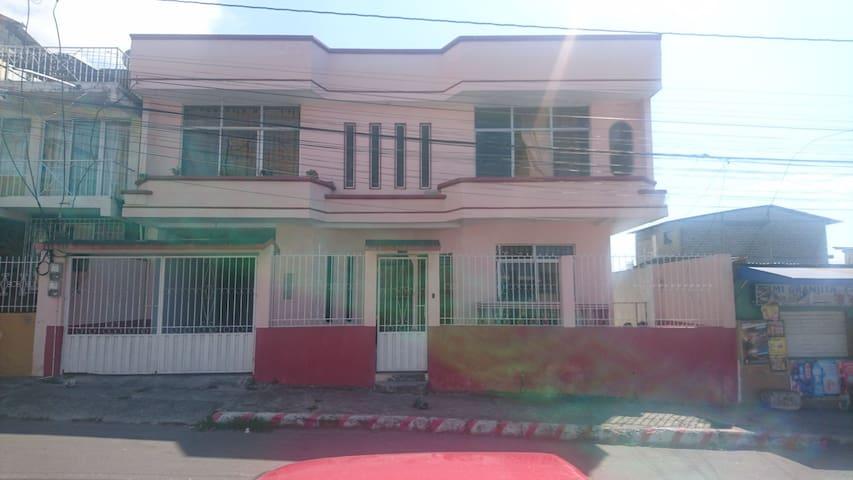 Residencia Hermanos Pico Alcívar - Habitación 1