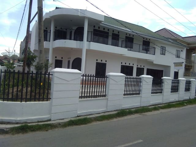 1 Bedroom shared bathroom Bukittinggi No.1