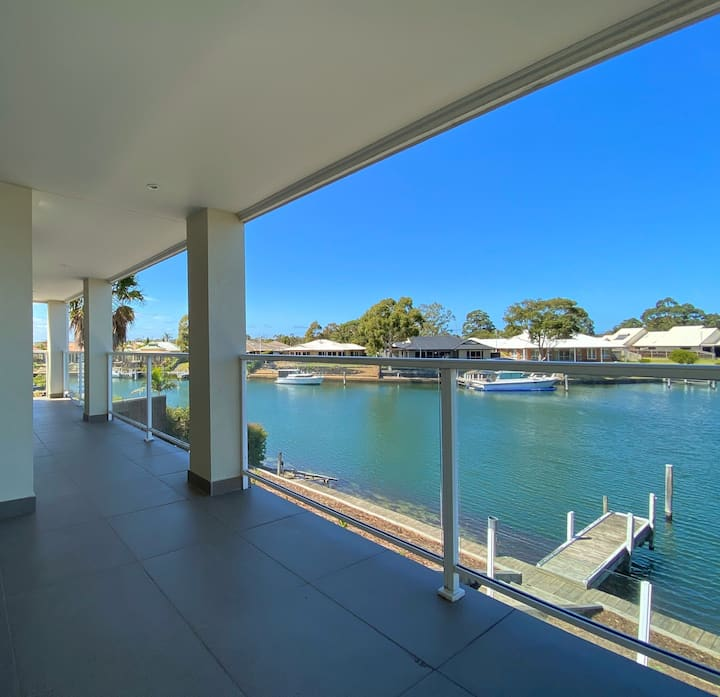 Canal House Luxury / Jetty / Pet Friendly / Wi-Fi