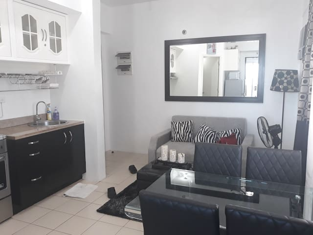 Modern One bedroom with Balcony in Makati