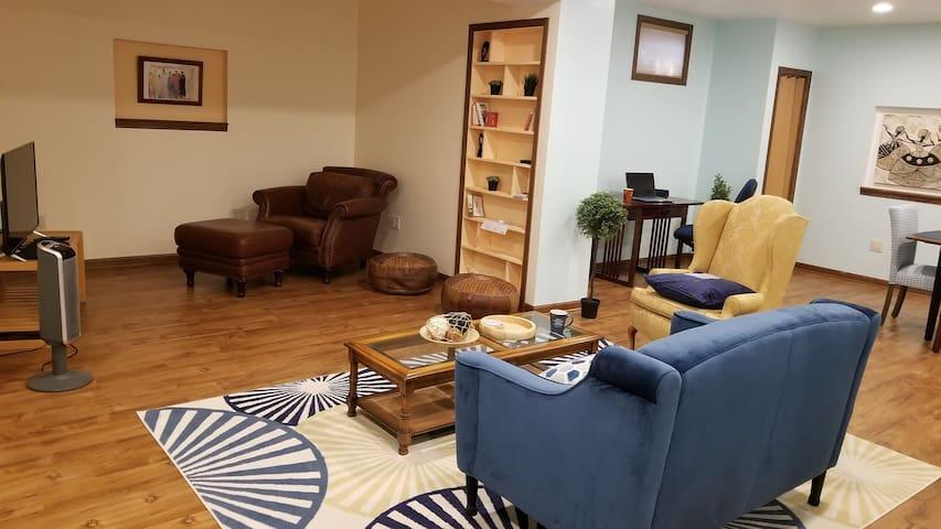 Cozy, Quiet & Comfy Kenosha Apt. Perfect retreat!
