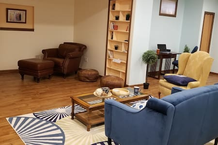 Cozy, Quiet & Comfy Kenosha Apt. Perfect retreat!