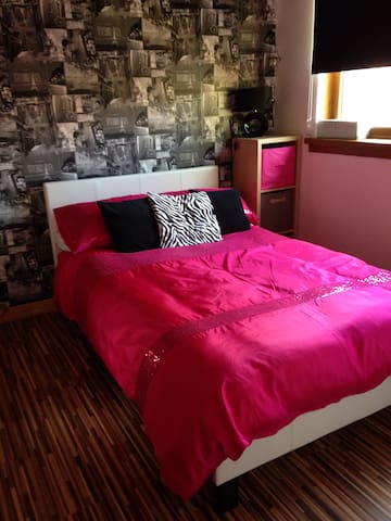 Double room in detached property with parking