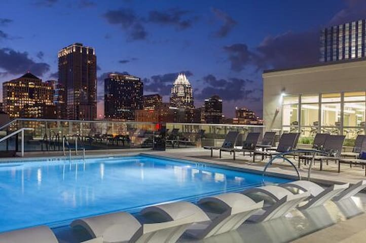 Rainey St Luxury Large space w/ view & amenities