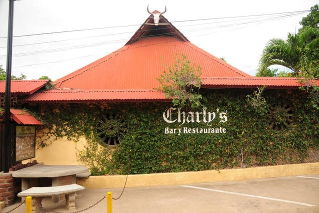 Charly's Restaurant & Guesthouse
