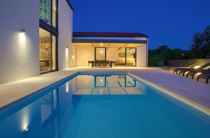 CASA FORMA By The Sea With Heated Pool & Seaview