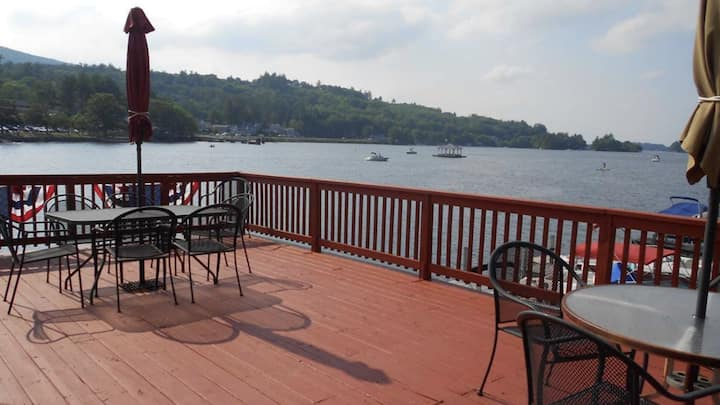 Lake Winnipesaukee - lakefront house with slip!