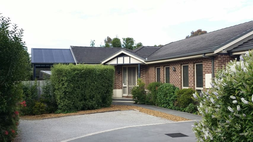 Quiet modern comfy accommodation - Boronia