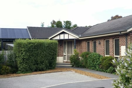 Quiet modern comfy accommodation - Boronia - 独立屋