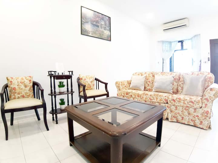 Entire Place-3BR near KSL & in JB City- 民宿
