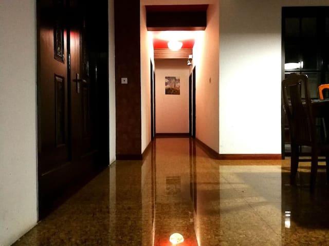 4034徐家汇区域内 距离地铁站150米内 高层电梯公寓 日月光300米内  光大会展中心400米