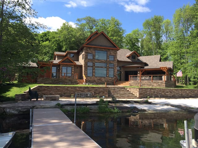 Luxury Timber Frame Lake House - Montrose - Casa